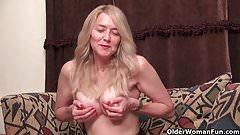 Schöne Blondine lecken Penis