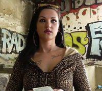Geiler Sex mit der jungen Frau traf sie auf der Straße