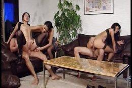 Sie war mit dem Freund ihres Mannes zusammen, der denselben Job machte