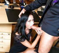 Verbotene Liebe mit dem Chef des schönen Sekretärs bei der Arbeit