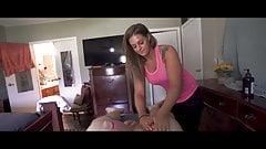 Sexy Krankenschwester spült ihren Mund