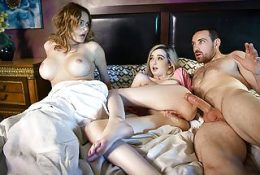 Schlagen ihre neue Freundin im Hotelzimmer